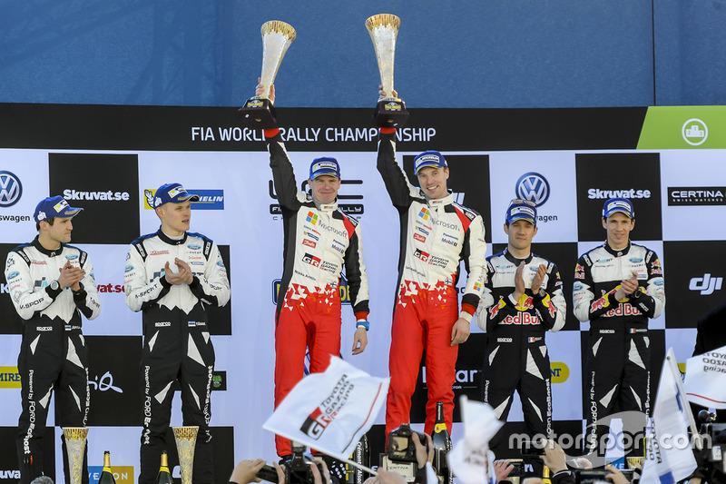 Celebración de la victoria de Jari-Matti Latvala, Miikka Anttila, Toyota Racing