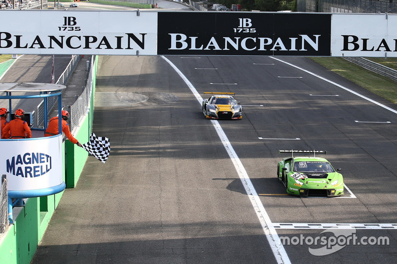 Checkered flag for #63 GRT Grasser Racing Team, Lamborghini Huracan GT3: Mirko Bortolotti, Christian Engelhart, Andrea Caldarelli
