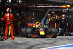 Daniel Ricciardo, Red Bull Racing RB13, au stand