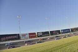 Denny Hamlin, Joe Gibbs Racing, Toyota; Kevin Harvick, Stewart-Haas Racing, Ford