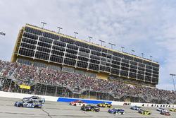 Chase Elliott, Hendrick Motorsports, Chevrolet; Dale Earnhardt Jr., Hendrick Motorsports, Chevrolet