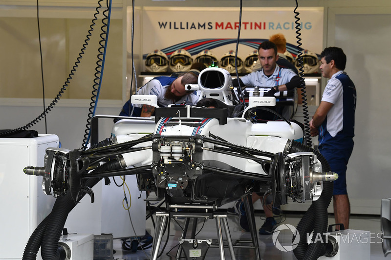 Williams FW40 у гаражі