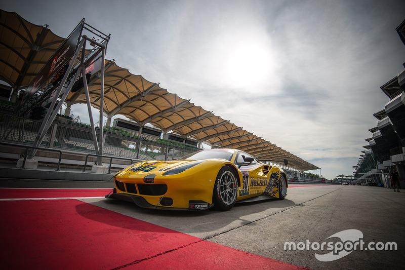 #50 Spirit of Race SA, Ferrari 488 GT3: Pasin Lathouras, Michele Rugolo, Alessandro Pierguidi