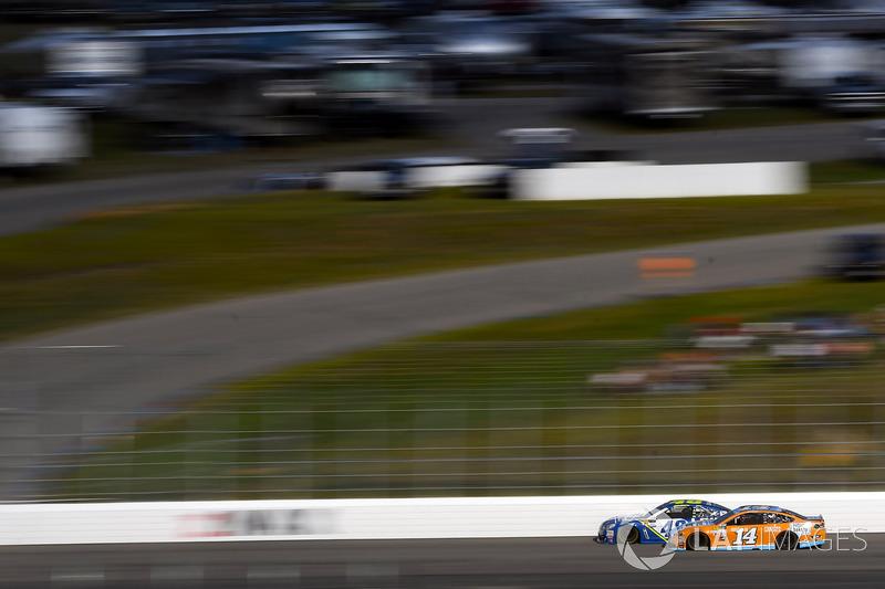 Jimmie Johnson, Hendrick Motorsports Chevrolet, Clint Bowyer, Stewart-Haas Racing Ford