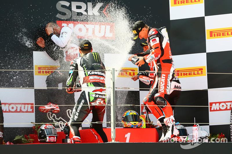 Podium: 1. Chaz Davies, Ducati Team; 2. Jonathan Rea, Kawasaki Racing; 3. Marco Melandri, Ducati Tea