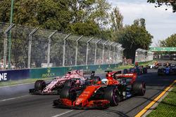 Фернандо Алонсо, McLaren MCL32, Эстебан Окон, Force India VJM10