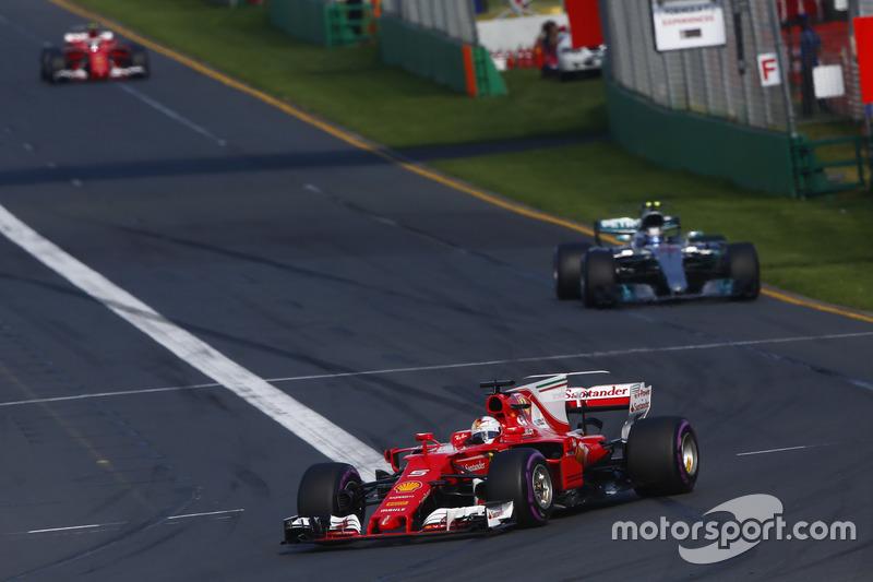 Sebastian Vettel, Ferrari, SF70H; Valtteri Bottas, Mercedes AMG F1, W08; Kimi Räikkönen, Ferrari, SF70H