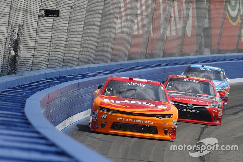 Kyle Larson, Chip Ganassi Racing, Chevrolet; Erik Jones, Joe Gibbs Racing, Toyota; Kyle Busch, Joe Gibbs Racing, Toyota