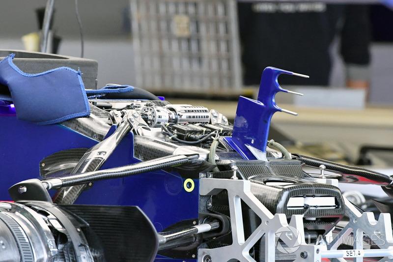 Передня підвіска, шасі Scuderia Toro Rosso STR12