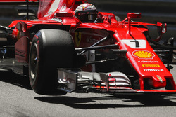 Kimi Raikkonen, Ferrari SF70H, lifts a wheel whilst turning