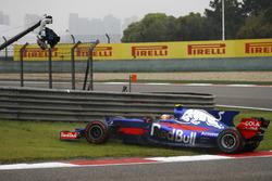 Carlos Sainz Jr., Scuderia Toro Rosso STR12, part en tête-à-queue au départ