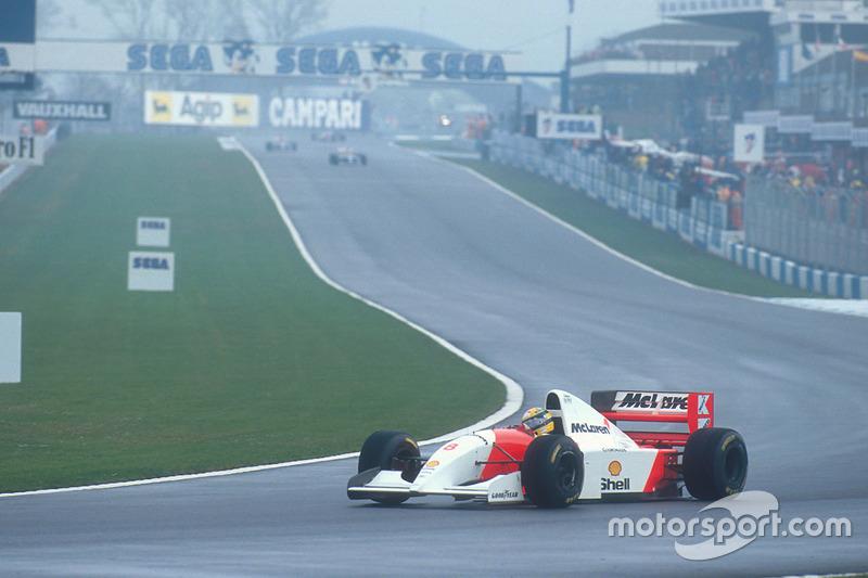 ... con una amplia ventaja Senna sobre los otros competidores.