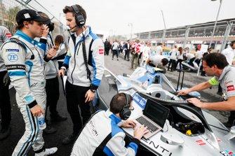 Felipe Massa, Venturi Formula E talks with his engineers on the grid