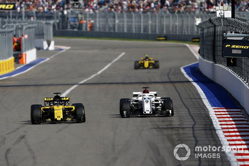 Nico Hulkenberg, Renault Sport F1 Team R.S. 18 and Marcus Ericsson, Sauber C37