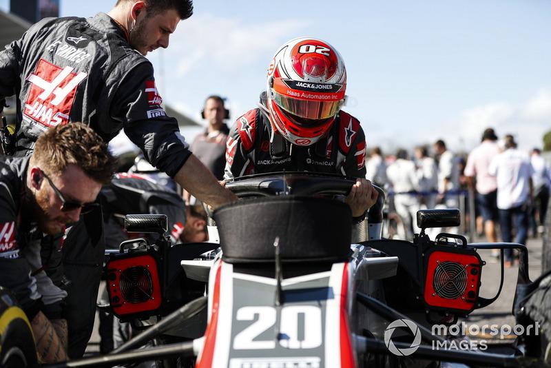 Kevin Magnussen, Haas F1 Team, arrive sur la grille