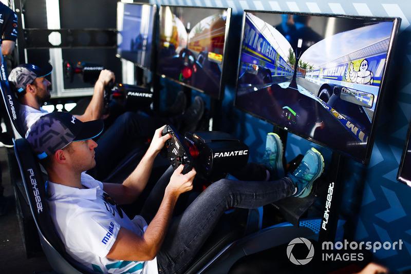 Stoffel Vandoorne, HWA Racelab, Gary Paffett, HWA Racelab, on the eRace simulators