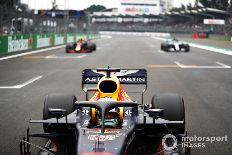 Daniel Ricciardo, Red Bull Racing RB14, celebrates after taking Pole Position with Max Verstappen, Red Bull Racing RB14, and Lewis Hamilton, Mercedes AMG F1 W09 EQ Power+
