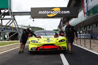 #95 Aston Martin Racing Aston Martin Vantage AMR: Marco Sorensen, Nicki Thiim avec les logos Motorsport.com