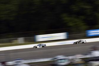 Chase Elliott, Hendrick Motorsports, Chevrolet Camaro NAPA Auto Parts e Aric Almirola, Stewart-Haas Racing, Ford Fusion Smithfield