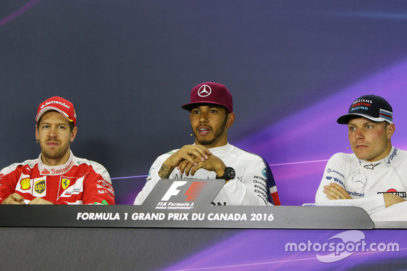 (Зліва направо): Себастьян Феттель, Ferrari; Льюїс Хемілтон, Mercedes AMG F1; Валттері Боттас, Willi