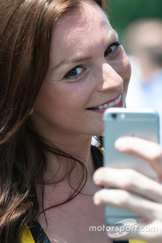 Grid kızı, selfie