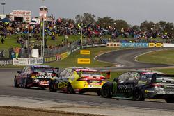 Shane van Gisbergen, Triple Eight Race Engineering Holden, Chaz Mostert, Rod Nash Racing Ford dan Ca