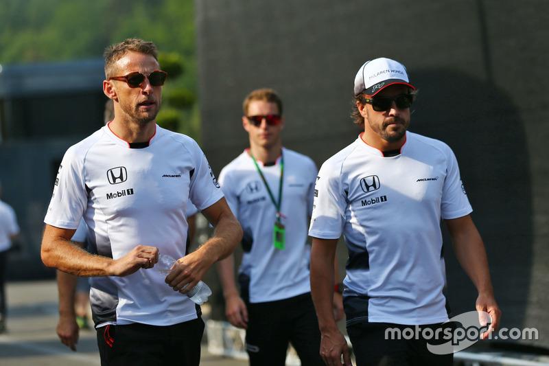 (Da sx a dx): Jenson Button, McLaren con Fernando Alonso, McLaren