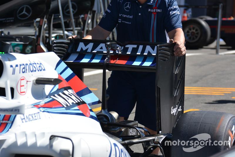 Williams FW38: ala posteriore