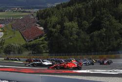 Lewis Hamilton, Mercedes-AMG F1 W09 and Kimi Raikkonen, Ferrari SF71H battle at the start of the race