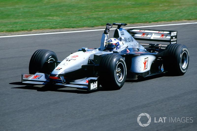 Coulthard houdt Irvine vrij eenvoudig achter zich en wint zijn thuisrace: