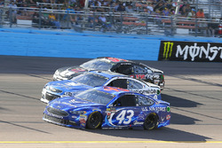 Aric Almirola, Richard Petty Motorsports Ford, Dale Earnhardt Jr., Hendrick Motorsports Chevrolet, Kyle Weatherman, Rick Ware Racing Chevrolet