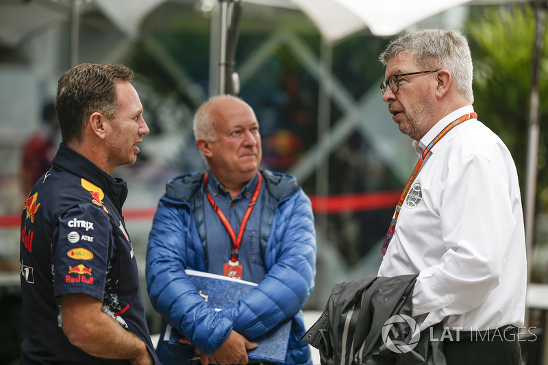 Christian Horner, jefe de equipo de carreras de Red Bull con Dieter Rencken, periodista y Ross Brawn, Director Formula One Motorsports