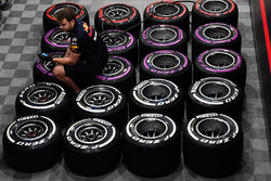 Red Bull Racing mechanic and Pirelli tyres
