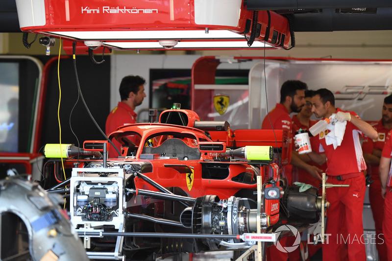 Ferrari SF71H nel garage
