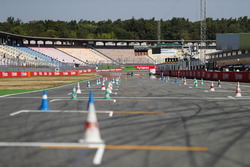 Cones are positioned on the pit straight