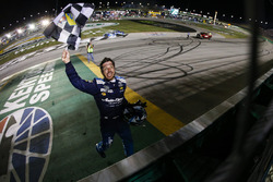 Martin Truex Jr., Furniture Row Racing, Toyota Camry Auto-Owners Insurance celebrates
