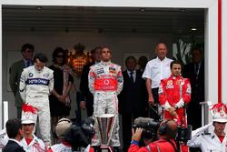 Подіум: переможець гонки Льюіс Хемілтон, McLaren, друге місце Роберт Кубіца, BMW Sauber F1, Феліпе Масса