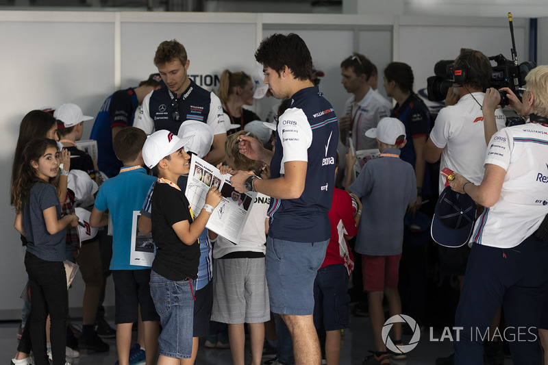 Lance Stroll, Williams and grid kids on the drivers parade