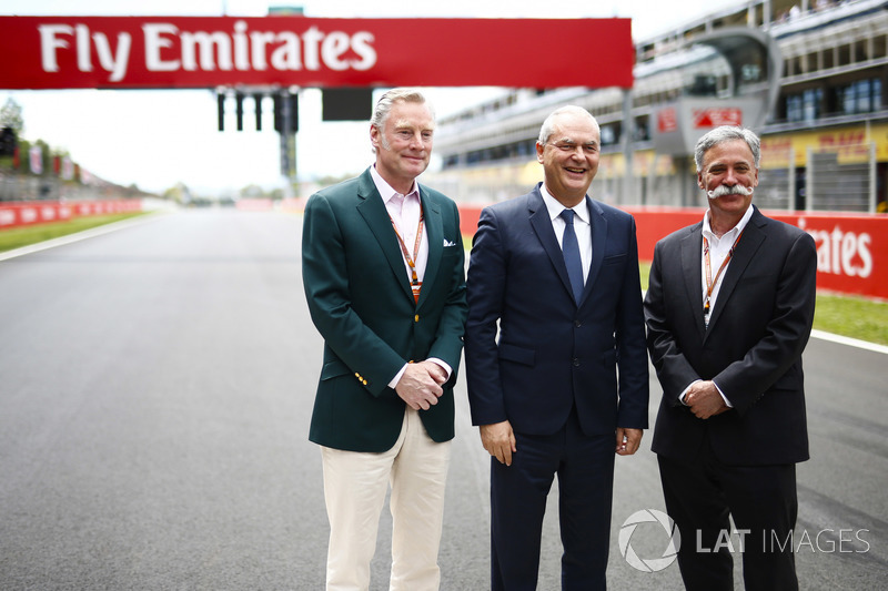 Sean Bratches, Managing Director, Operazioni Commerciali, Formula One Group, Thierry Antinori, Vice Presidente Esecutivo e Chief Commercial Officer, Emirates Airlines, e Chase Carey, Chairman, Formula Uno