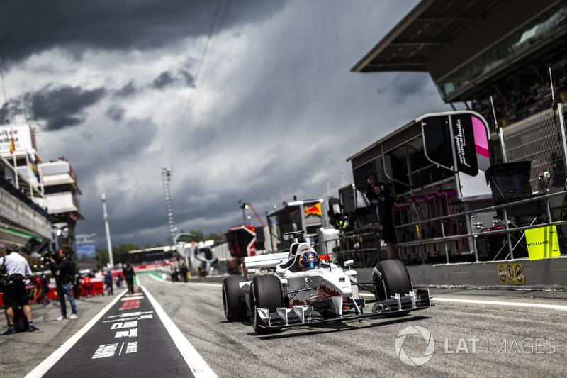 Aktor Rupert Grint, menumpang F1 Experiences bersama Patrick Friesacher, pengemudi mobil berkursi ganda