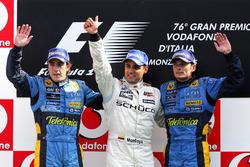 Podio: segundo puesto Fernando Alonso, Renault, tercer puesto Giancarlo Fisichella, Renault y ganador de la carrera Juan Pablo Montoya, McLaren