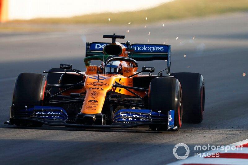 Carlos Sainz Jr., McLaren MCL34 sparks