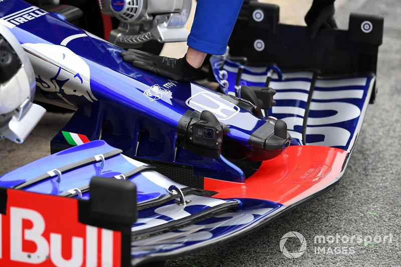 Scuderia Toro Rosso STR14 nose and front wing with sensors