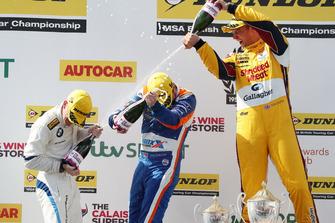 Podium - Ricky Collard, WSR BMW, Sam Tordoff, Motorbase Performance Ford Focus and Tom Chilton, Motorbase Performance Ford Focus