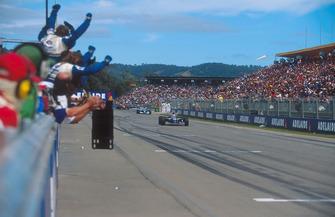 Race winner Nigel Mansell, Williams FW16B