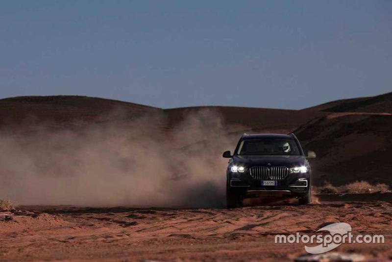 BMW X5 sur le circuit de Monza recréé dans le désert