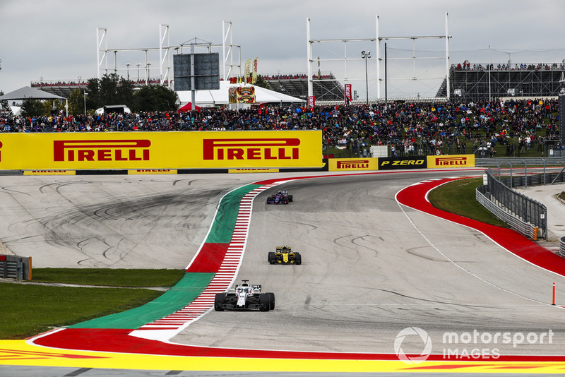 Lance Stroll, Williams FW41, precede Carlos Sainz Jr., Renault Sport F1 Team R.S. 18, e Pierre Gasly, Scuderia Toro Rosso STR13