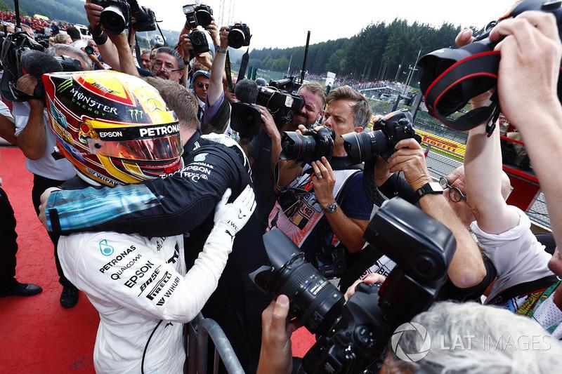 Hamilton dominó de principio a fin, pero sufrió