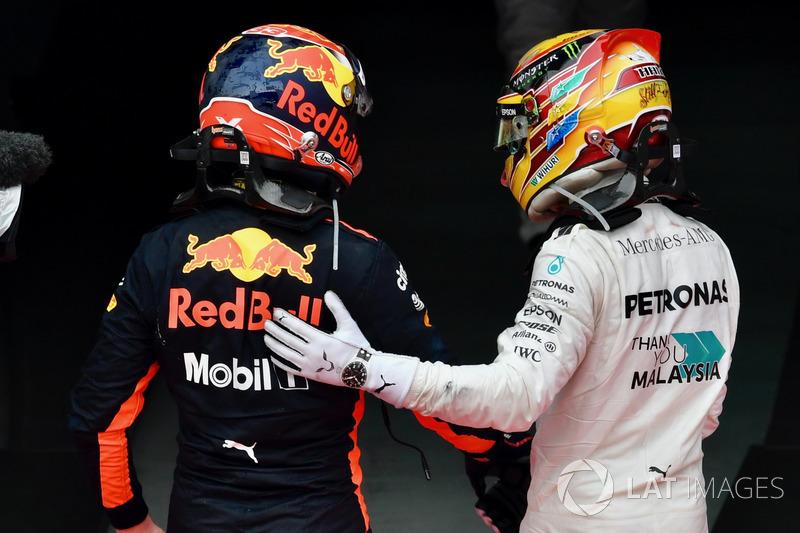Max Verstappen, Red Bull Racing ve Lewis Hamilton, Mercedes AMG F1, parc ferme