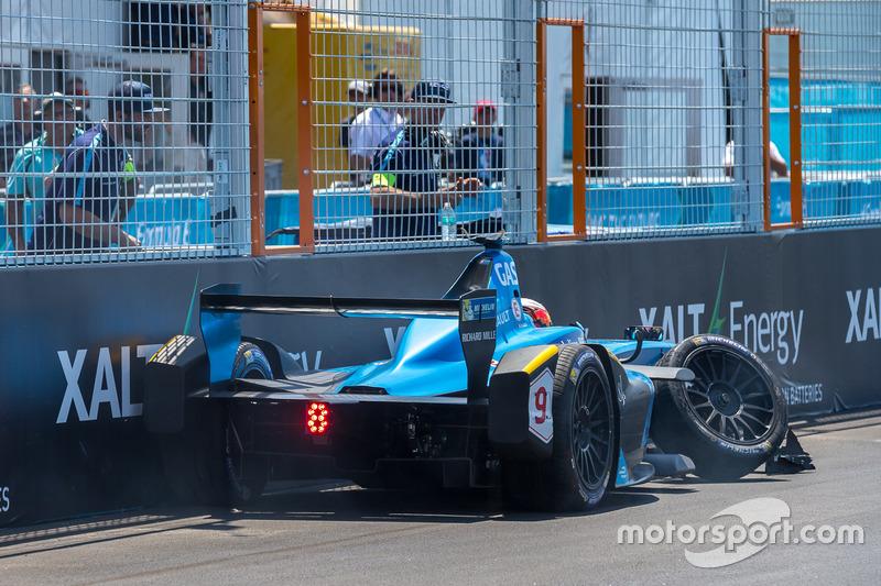 Pierre Gasly, Renault e.Dams choque